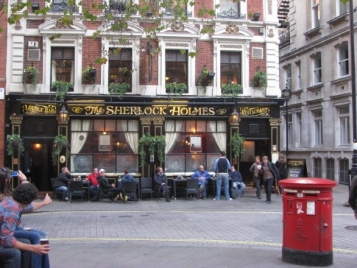 I fully admit that I'm a nerd and I love stumbling upon tourists traps like these. Have a pint in the Sherlock Holmes pub made my day.