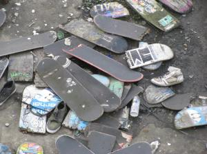 Whilst crossing the bridge by Hungerford Bridge I looked over the side and saw these broken skateboards on one of the supports of the bridge. I was pretty close to where I saw the skateboarders earlier.