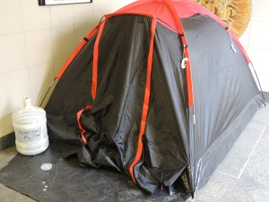 As we ran through the tunnel near the Hyde Park Tube stop I saw this tent. The bottle says pension plan. This breaks my heart.