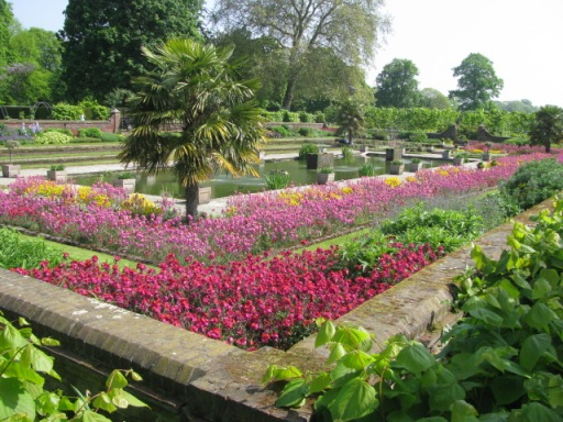 This photo of the sunken garden outside of Kensington Palace was taken last spring. I wandered by there last weekend and it looked nothing like this. I'm hoping the flowers will start to bloom soon.